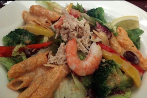 MotherLeafでサラダプレート。たまには昼から野菜をがっつり食べてみる。