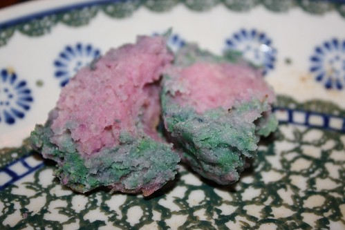 Green and pink biscuits (no food coloring)