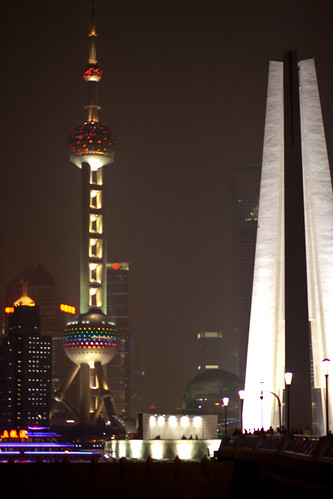 2010103118-上海南京東路.外灘壓馬路.jpg