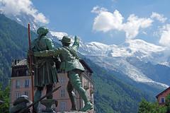 Chamonix : de Saussure et Balmat (bernarddelefosse) Tags: chamonix statue balmat desaussure hautesavoie rhônealpes
