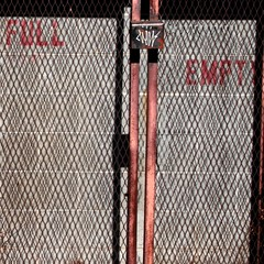 fullempty (nolando) Tags: nolando 2017 2016 minimal iron east van rust square crop canon street photo empty full