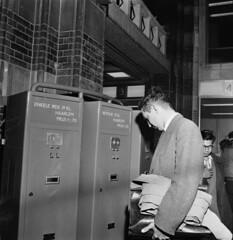 07-06-1956_13995 Kaartautomaat Centraal Station (IISG) Tags: prijs man male haarlem amsterdam ticket centraalstation prices retour automaat prijzen benvanmeerendonk enkelereis automatisering