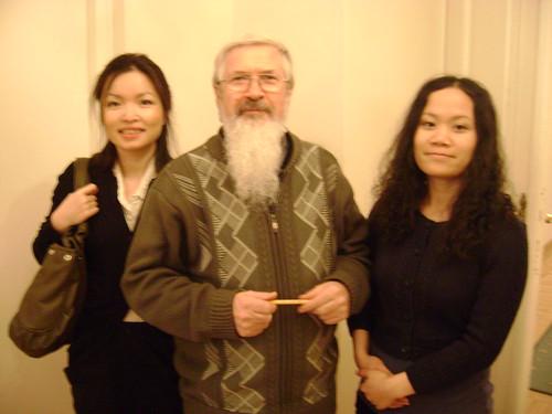 Bến Việt, với người đỡ đầu là vị cha yêu quý, Edward Osiecki tới văn phòng của Phát Ngôn Quyền Công Dân, giáo sư Jan Kochanowski, trong những cuộc gặp định kì để cùng ông bàn thảo. Một trong những vấn đề ông lưu ý nhất là bảo trợ người tị nạn trước an ninh Việt Nam hoạt động tại Ba Lan.