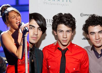 miley-jonas-obama-sing