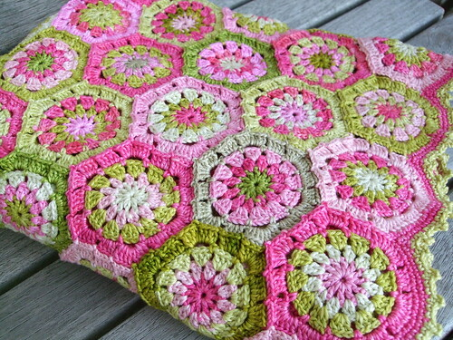 Apple blossom blanket by MiA Inspiration