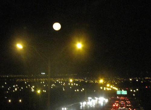 月と朝の渋滞b