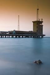 The Calm (H.AL-SALEH) Tags: blue brown beach kuwait borj cokin nikond80 nikkor18135mm alsaleh q817 halsaleh cokintobacco