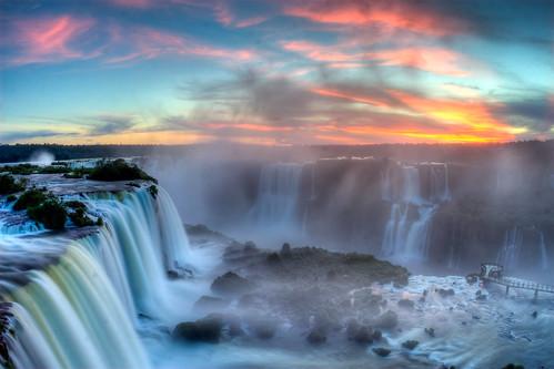 フリー画像| 自然風景| 滝の風景| 夕日/夕焼け/夕暮れ| アルゼンチン風景| イグアスの滝|      フリー素材|