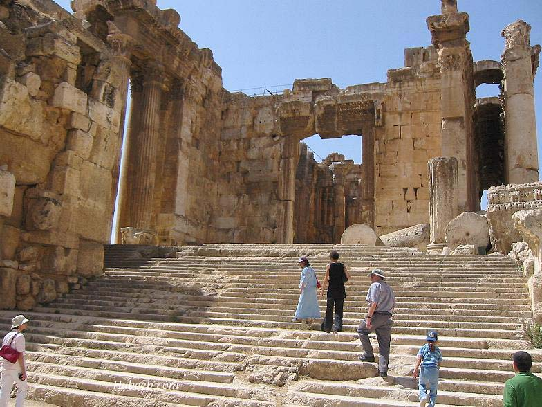 lebanon_baalbeck_temple_stairs