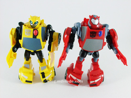 Transformers Cliffjumper Animated Activator vs Bumblebee- modo robot