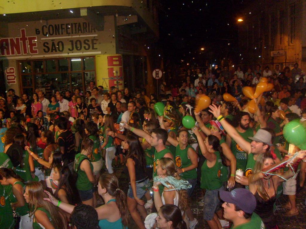 Em Jaguarão, os foliões vão tomar a avenida principal atrás dos trio-elétricos. Crédito: Divulgação