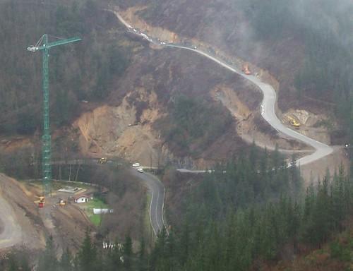 Carretera A-2620, camino al caserío Cuatro Vientos y desprendimiento