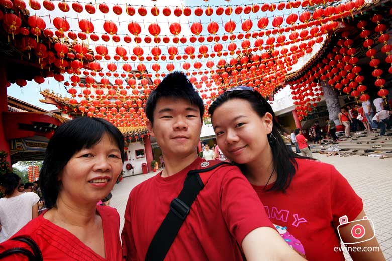 ME-n-family-in-Thean-Hou-CNY-2010