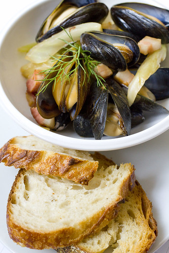 Mussels served with crusty bread 5