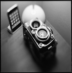 Rolleiflex, iPhone and Flowerpot (Meus McIntoshi) Tags: camera 120 6x6 film apple rolleiflex zeiss mediumformat square iso100 blackwhite reflex twin 100mm hasselblad flowerpot ilford fp4 planar cfi iphone f35 vernerpanton 28f flexbody