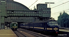 Train spotting Amsterdam CS anno 1972 (Amsterdam RAIL) Tags: 2 amsterdam train eisenbahn zug emu seventies trein spoor trainset spoorwegen jaren70 benelux nederlandsespoorwegen amsterdamcs hondekop mat46 dutchrailways treinstel mat54 amsterdamrail goederentraverse
