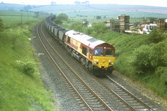 Garrochburn - 66088 - 18-05-1999 (agcthoms) Tags: scotland trains railways ayrshire class66 ews mauchline 66088 garrochburn