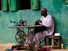Le couturier de Porto-Novo-Benin (Justinsoul) Tags: voyage africa leica trip travel people flickr afrika benin capitale paysage pays pais gens afrique potonovo vlux1 fluidr justinsoul