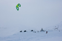 Haukeli (TrulsHE) Tags: winter white snow kite cold norway norge vinter cloudy kiting dnt sn kiteskiing haukeli snowkiting kaldt cabrinha hvitt overskyet fjellstue haukeliseter turistforeningen
