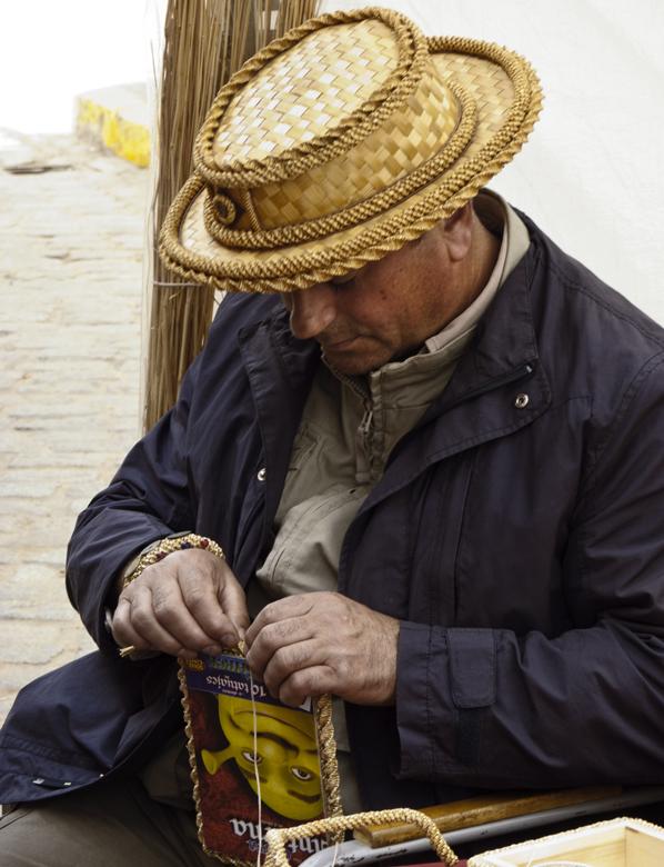 El artesano entre el centeno
