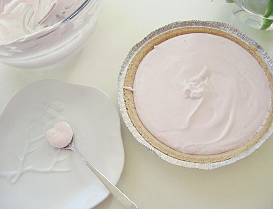 yogurt pie heart spoon