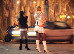 Uomo accusato di stupro di due prostitute, si fingeva poliziotto per adescarle
