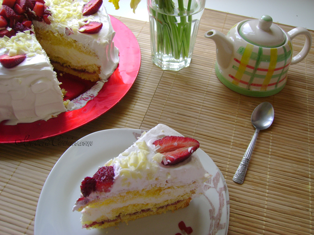 Cake with champagne cream and strawberrys