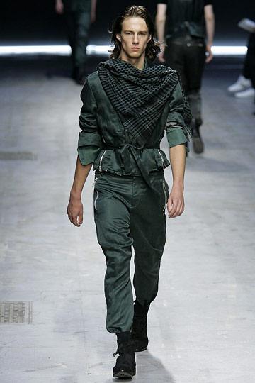 Casper Nusselder3009_SS10_Milan_Costume National(nymag.com)
