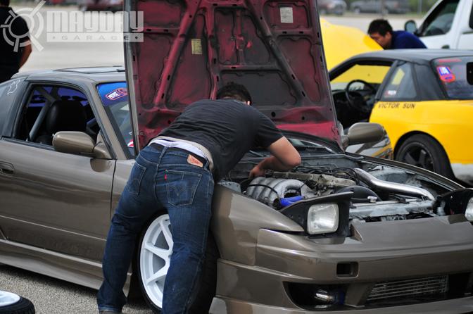 Alex Berrios mounting his car in an unusual way. DD.