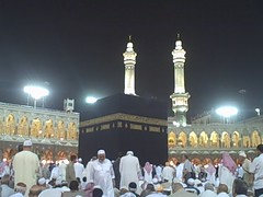 VID00712:  Birds chirping at the Kaaba in Al-M...