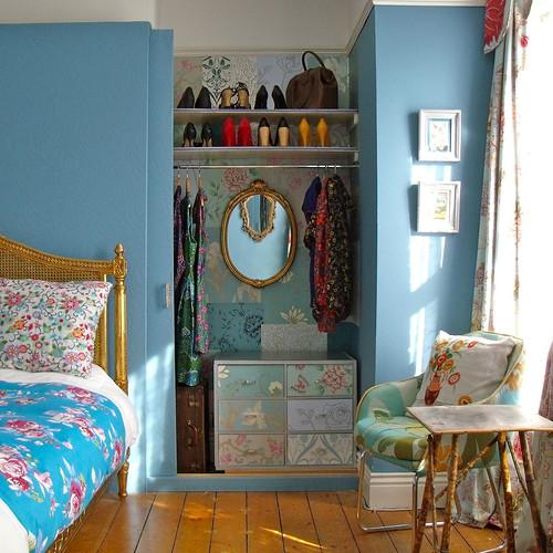De-Cluttering Your Wardrobe