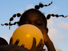 Tresses  Cotonou - Benin (Justinsoul) Tags: voyage africa leica trip travel portrait people girl face flickr faces retrato baloon cara portrt afrika benin paysage pays ritratto pais gens visage afrique cotonou fillette     vlux1    fluidr justinsoul