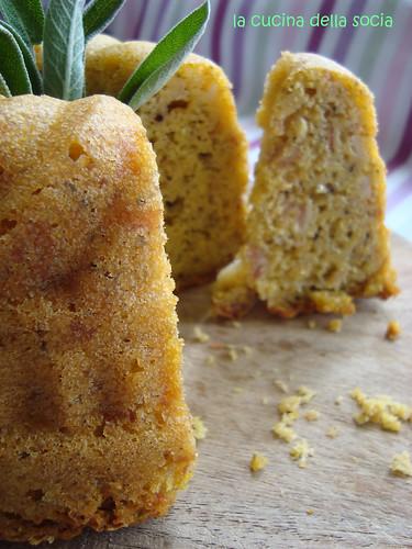 Ciambella-cake di mais al prosciutto, salvia e limone