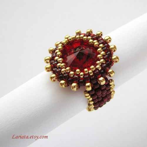 beadwoven ring with Swarovski rivoli