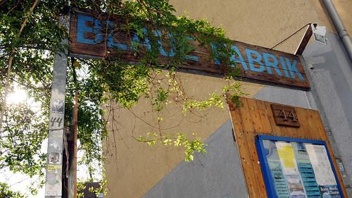 Eingang der Blauen Fabrik