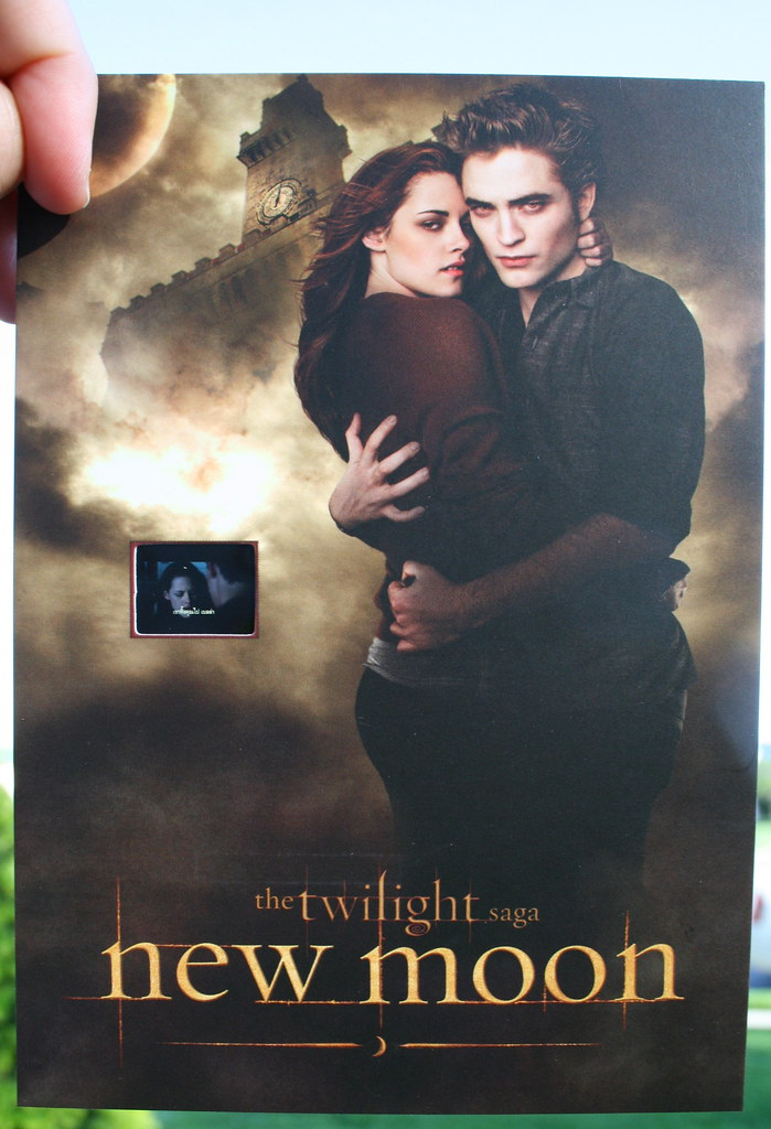 movie analysis new moon from the twilight saga essay The twilight saga: new moon movie review summary actors: kristen stewart, robert pattinson, taylor lautner script analysis of the twilight saga: new moon.