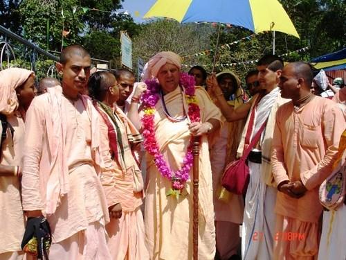 H H Jayapataka Swami in Tirupati 2006 - 0048 por ISKCON desire  tree.
