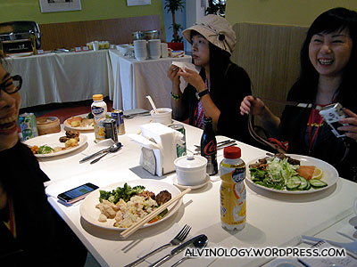 The Hong Kong bloggers enjoying their lunch