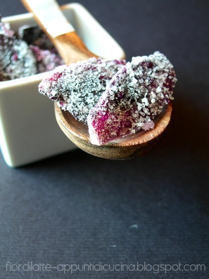 Petali di rosa brinati