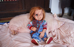 Chucky & Pig best friends (Angelsi20) Tags: friends pet pig puppet seed 11 best collection bust böse vs büste limited edition lifesize collectibles sideshow puppe chucky puppen