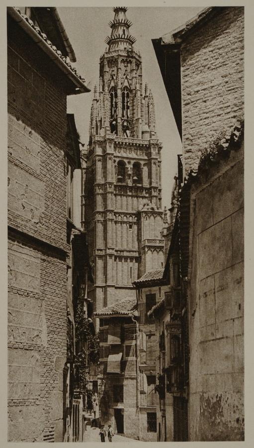 Torre de la Catedral desde la Calle de Santa Isabel hacia 1915. Fotografía de Kurt Hielscher.