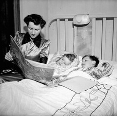Mrs. Jack Wright reads her two sons Ralph and David a bed-time story /  l'heure du coucher Mme Jack Wright lit une histoire  ses deux fils, Ralph et David (BiblioArchives / LibraryArchives) Tags: toronto ontario canada david wwii lac canadian read worldwarii histoire lit canadians ralph canadiens 1943 canadien sons bac secondworldwar fils bedtimestory canadienne libraryandarchivescanada canadiennes deuximeguerremondiale bibliothqueetarchivescanada mrsjackwright mmejackwright