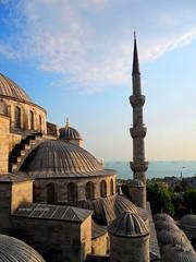 2010 istanbul 271 (ebruzenesen - esengül) Tags: turkey türkiye istanbul mosque ottoman cami deniz mavi sultanahmet bulut minare kubbe architec yeşillik süsleme alem şadırvan avlu tarihiyapı ebruzenesen muslimcultur dikiltaş