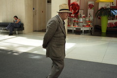 Walking (Dan Goorevitch (busy)) Tags: mall candid dangoorevitch dangoorevitchdotcom wwwdangoorevitchcom ©dangoorevitch