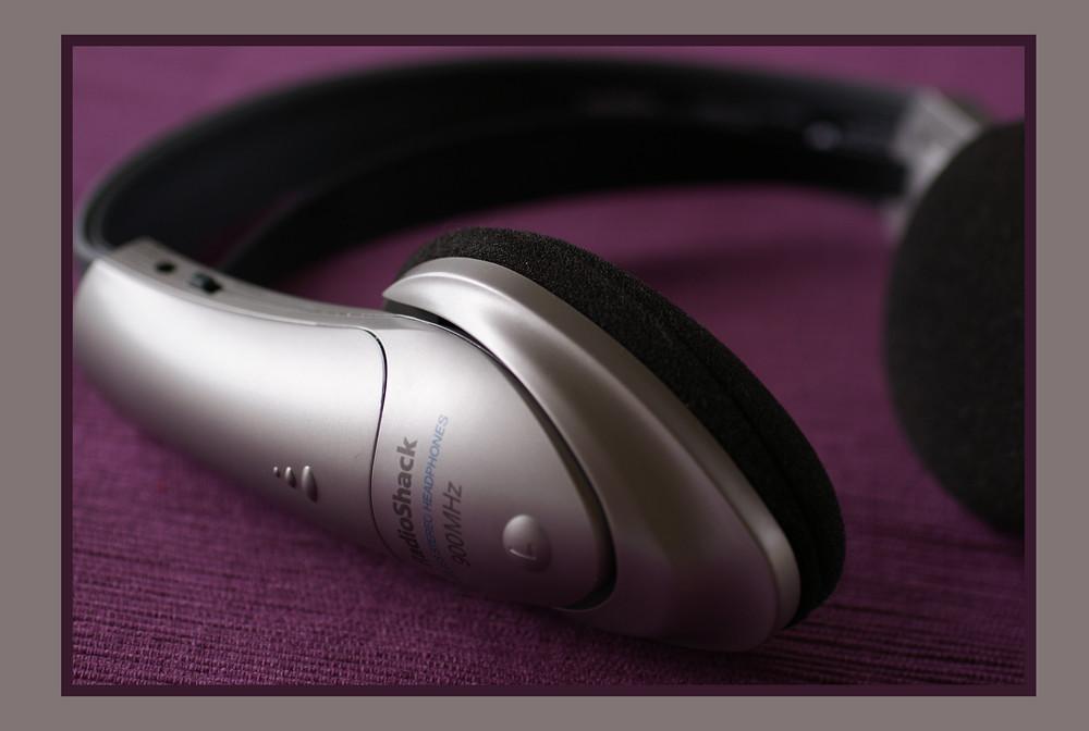 Wireless stereo headphones