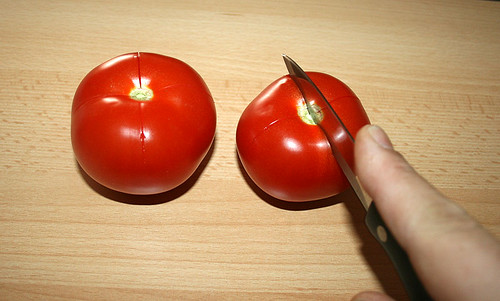 10 - Tomaten kreuzschneiden