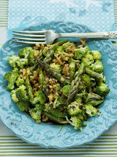 Raw Broccoli and Walnuts Salad