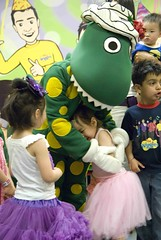DSC_7119_052 (Michael Amparo) Tags: birthday family cake kids children dorothy babies dinosaur sophie noflash indoors gifts presents flourescent dorothythedinosaur dorothythedinosaurcake thewigglescentre