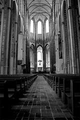 Marienkirche (Von Noorden her) Tags: marienkirche lübeck hanse kirche church sakral sacral cross religion light licht shadow schatten windows fenster schwarz weis black white bw