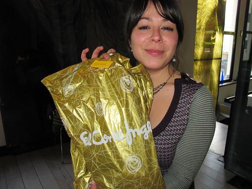 Gemma con su regalo